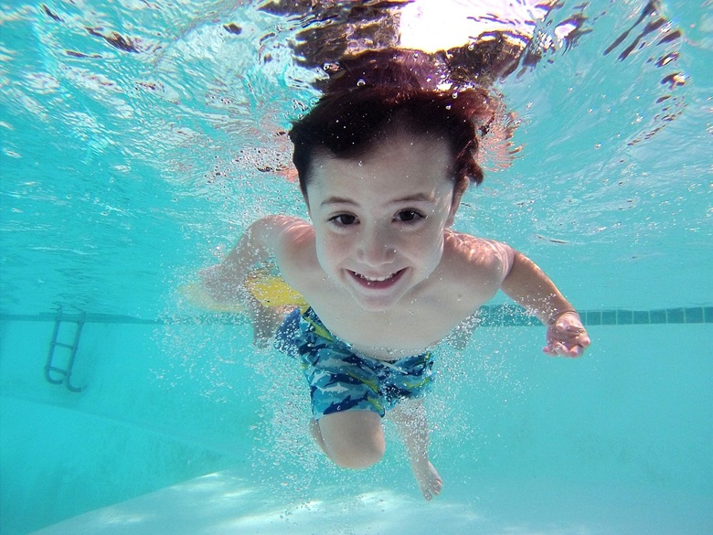 Swimming lessons AIS