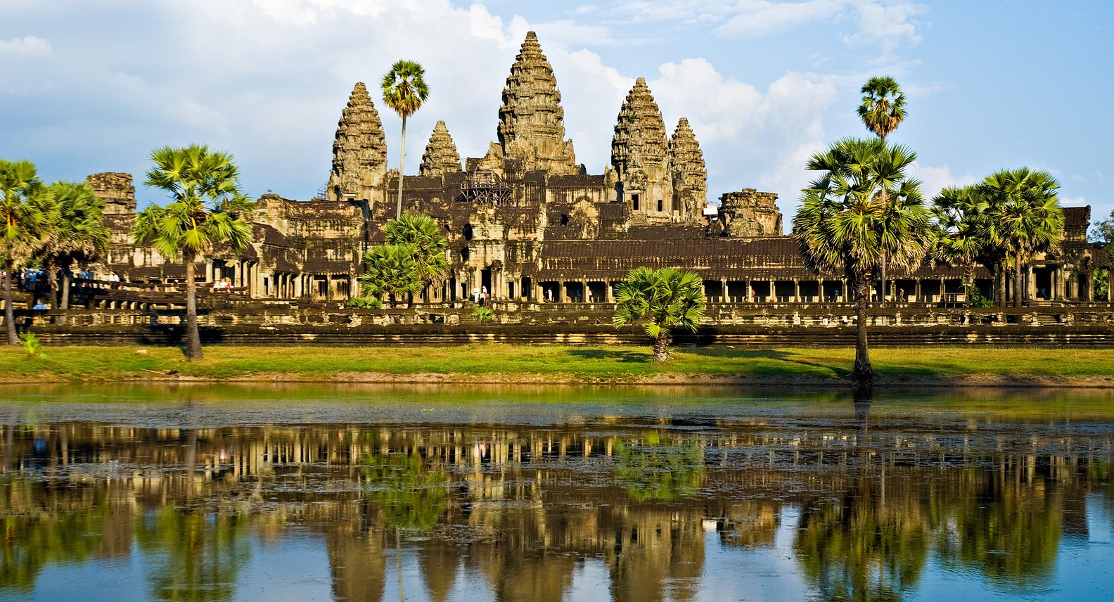 Exploring Angkor Wat, Angkor Wat, Travelling to Cambodia, travelling to Siem Reap, Temples in Angkor Wat, Which temples to visit in Angkor Wat, When to go to Angkor Wat, Where to stay in Siem Reap