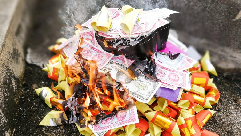 Hungry Ghost, burning money, hungry Ghost Vietnam, Hungry Ghost Ho Chi Minh City, Do's and Don'ts at Hungry Ghost Festival, lunar month Vietnam