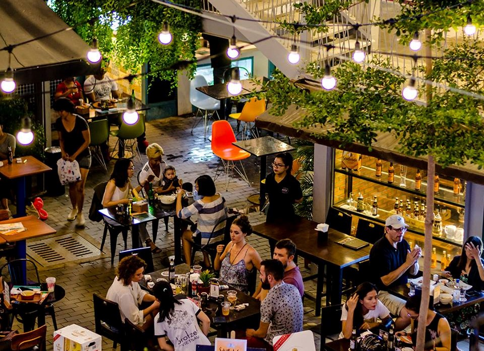 Restaurant, where to eat, wine and dine, dinner, Ho Chi Minh City, the best place to go to in saigon, food, foodies, go out, take out, where to dine, where to eat, have dinner, enjoy dinner,at night, meal, hot table, tables