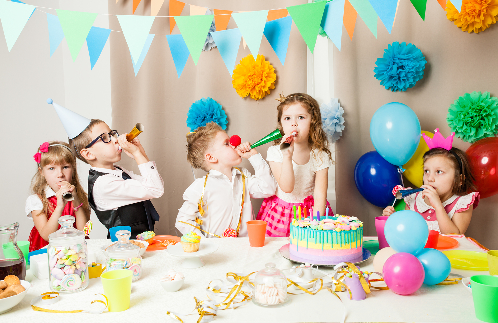 Happy birthday, kids party, celebration, HBD, party at home, where to buy birthday cake in Saigon, where to buy birthday cake in Ho Chi Minh, hurray, presents, goody bags, the best entertainment in Saigon, festive, kids, candkes on the cake, blowing out the cake, balloons, bunting flags